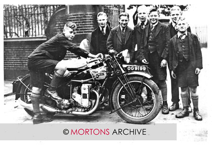 014 Ariel Square Four 01 