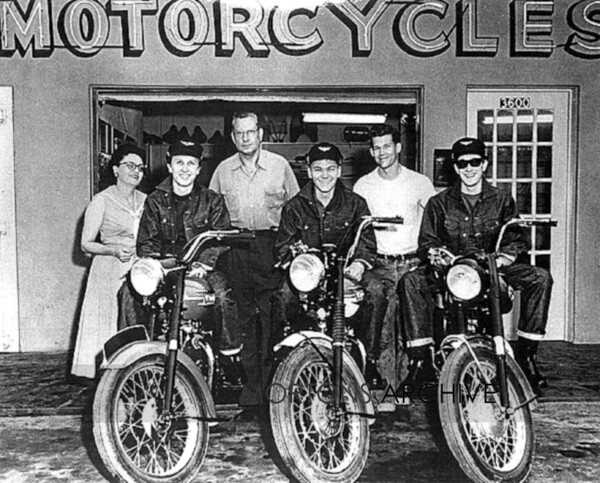 008buddy.holly.dealership 